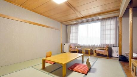 写真:和室10畳(バス無し)